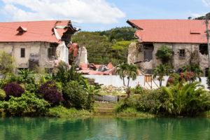 Philippinen Sicherheit - Zerstörte alte Kirche beim Erdbeben 2013 Bohol